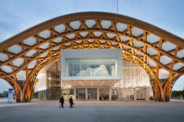 Exemple d'architecture extérieure bois réalisée par Shigeru Ban pour le Centre Pompidou Metz.