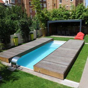 Terrasse mobile de piscine Rolling-Deck en deux modules à ouverture latérale.