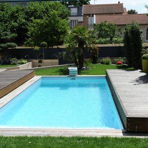 Une fois la terrasse mobile ouverte la piscine retrouve tous ses droits.