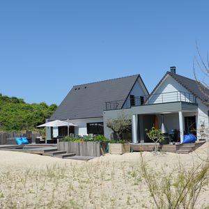 Connectée à la nature la maison, sa Piscinelle et son Rolling-Deck sont réalisés dans des matériaux écologiques respectueux de l'environnement.